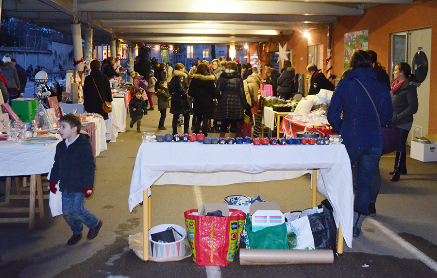 Marche de Noël Ecole Sainte Blandine Ecully